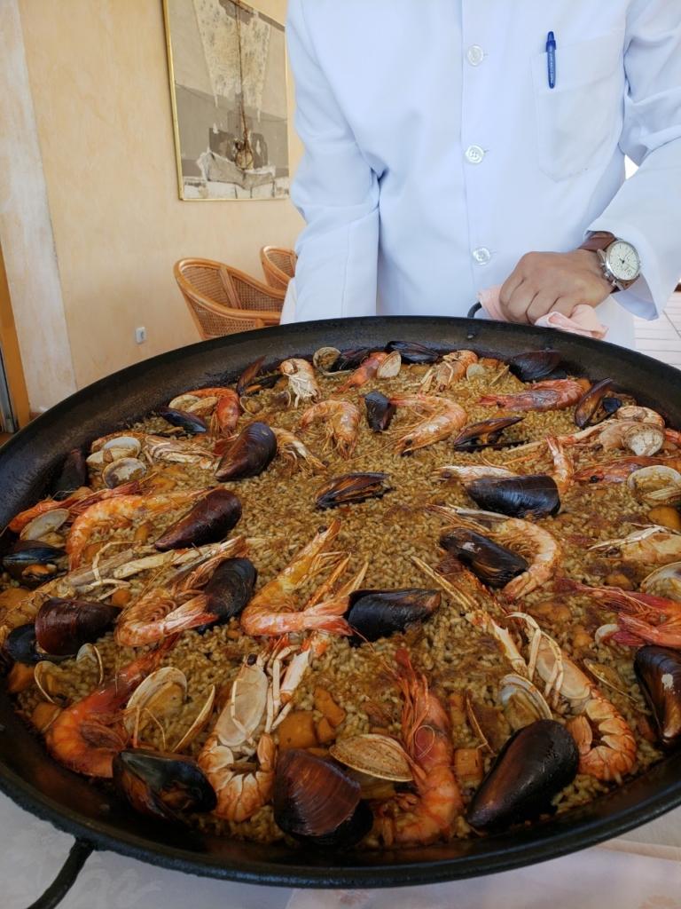 スペイン 海沿い レストラン パエリア
